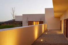 Fantástica casa de diseño cubista minimalista, construida con las mejores calidades.