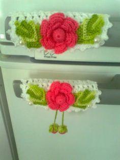 crochet pegadores - Pesquisa Google Form Crochet, Thread Crochet, Crochet Doilies, Crochet Flowers, Crochet Kitchen, Crochet Home, Crochet Crafts, Knitting Patterns, Crochet Patterns