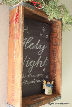 Sign & An Old Crate (Beyond The Picket Fence) Chalkboard Sign Vintage Holiday Decor Ideas Primitive Christmas, Country Christmas, All Things Christmas, Christmas Crafts, Christmas Decorations, Holiday Decor, Xmas, Primitive Crafts, Diy Vintage