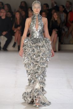 Alexander McQueen Parigi - Spring Summer 2012 Ready-To-Wear - Shows - Vogue. Couture Fashion, Runway Fashion, Fashion Show, Womens Fashion, Fashion Design, Paris Fashion, Fish Fashion, Big Dresses, Paper Dresses