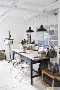 Industrial design ideas: This industrial office decor is everything we could ever dream of.
