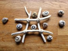 driftwood craft, beach craft, pebble craft, seaside craft, noughts and crosses