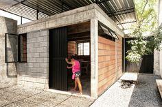 ACasa Cobertaé a segunda habitação social desenvolvidacom a metodologia do projeto de Arquitetura Social da equipe doComunidad Vivex,cujo...