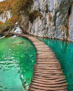 Plitvice National Park, Croatia. #hoteisdeluxo #boutiquehotels #hoteisboutique #viagem #viagemdeluxo #travel #luxurytravel #turismo #turismodeluxo #instatravel #travel #travelgram #Bitsmag #BitsmagTV #beauty #photooftheday #instagood #picoftheday #selfie #follow #followme #repost #style #instagood #amazing #follow4follow #life⠀ ⠀ http://bitsmag.com.br/viagem