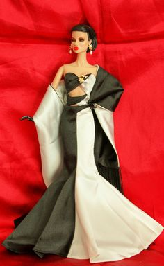 https://flic.kr/p/aiHFm7 | Noir   et   Blanc | FR  Deconstruction  Eugenia  is  wearing  a  gown  from  the  Noir  et  Blanc  barbie  2002.  Designed  exclusively  for  members  of  the  official  barbie  collectors  club.