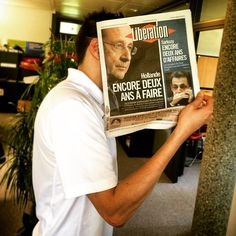 François Hollande est de retour on Suisse! #bookface #bookfacing #sleeveface @liberationfr (en Lausanne, Switzerland)