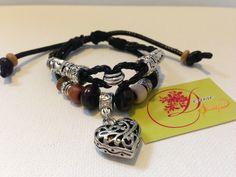 photo (21) pulsera de cordón negro con charms y corazón plateado.