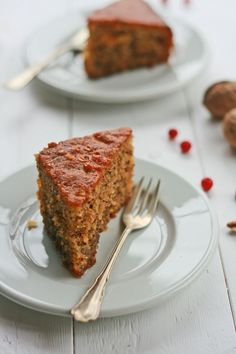 Karydópita - spiced walnut cake soaked in syrup or an edible version of Serge Lutens Arabie Greek Sweets, Greek Desserts, Greek Recipes, Cypriot Food, Eat Greek, Greek Cooking, Walnut Cake, Greek Dishes, Mediterranean Dishes