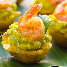 This Plantain Cups with Avocado and Shrimp recipe is sure to raise the flavor to the next level at your gathering with these cute bites that are exploding with great flavors. Aguacate Recipe, Avocado Recipes, Vegan Recipes, Tapas, Plantain Recipes, Ceviche Recipe, Island Food, Tea Sandwiches, Xmas Food