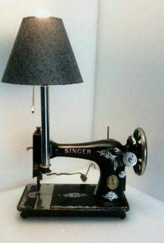 Lamp gemaakt van oude singernaaimachine