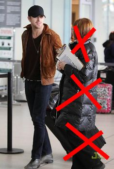 16...The 20 Most Flawless, Perfect Pictures Of Ryan Gosling At TheAirport