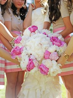 Creative bride + bridesmaid picture! #LavishSoireeWeddings