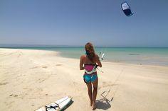 Charlotte Consorti @ Oman - plage de sable blanc Masirah #kitesurf #Fone
