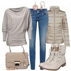 Fledermauspullover, Outdoorjacke und Stiefeletten für deine Freizeit <3 #freizeit#damen#outfit#beige#pullover#frauen#mode#kombination#schick#lässig