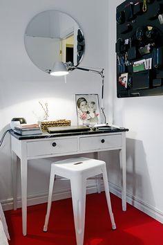 desk and round mirror