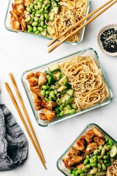 Meal Prep: Sesame Noodle Bowls @ Pinch of Yum: From protein-packed to vegetarian-friendly, these are the perfect healthy meal prep ideas to prep on Sunday in less than 30 minutes! Easy Lunches For Work, Make Ahead Lunches, Prepped Lunches, Easy Healthy Meal Prep, Easy Healthy Recipes, Healthy Eating, Work Lunch Healthy, Heart Healthy Meals, Spicy Recipes