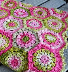 Crochet Patterns: Crochet Throw / Blanket - Free Pattern Chart https://2.bp.blogspot.com/-pIwiSSRX71w/VtxiGFmxDlI/AAAAAAAAI9c/SgtyDLybb-E/s1600/Crochet-throw-blanket-pattern-free%2B%25285%2529.jpg