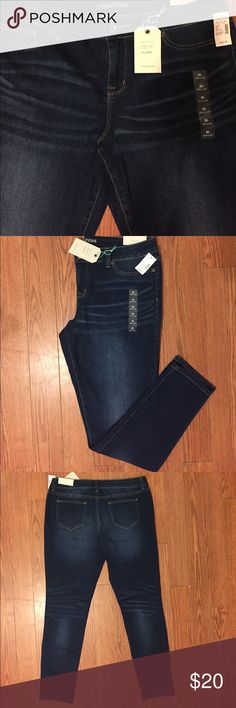 Maurices denim flex jeggings size XL Maurices Denimflex dark wash jegging with brown stitching. 32'inch inseam. Sits below waist. Slim hip and thigh. Jegging leg opening. Would say these comfortably fit size 13/14 or 15/16 due to stretch. Maurices Jeans Skinny