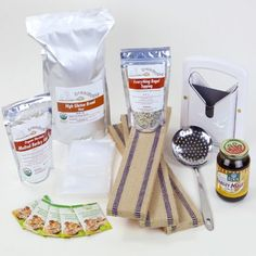 Kit consists of everything from the Bagel Essentials Kit plus, flour, yeast and plastic storage bags.  Set of 3 Bagel Boards Bagel Scoop Malt Powder – 8 oz. Malt Syrup Bagel Cutter Everything Bagel Topping 5 lbs High Gluten Organic Bread Flour 5 Pack Bioreal Organic Yeast 5 Heavy Duty Storage Bags