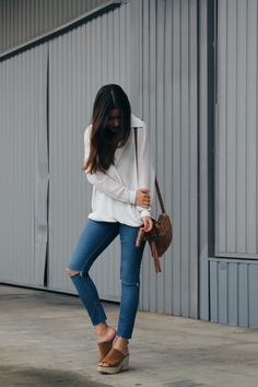 Spring outfit wearing white blouse, ripped jeans and clogs. More on: www.littleblackcoconut.com