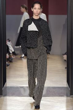 Catwalk photos and all the looks from Sportmax Autumn/Winter 2016-17 Ready-To-Wear Milan Fashion Week