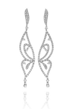 Discover the Free Me earrings in 18kt white gold and diamonds by #CASATO.