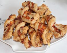 Blätterteig-Schinken-Käse-Stangen, ein sehr schönes Rezept aus der Kategorie Fingerfood. Bewertungen: 1.068. Durchschnitt: Ø 4,6.
