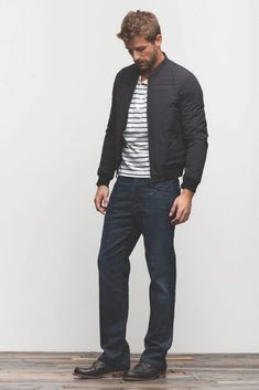 Teaming a black bomber jacket with navy jeans is a nice choice for an off-duty yet on-trend outfit. The whole look comes together if you complement your look with black leather desert boots. Casual Winter Outfits, Men Casual, Look Fashion, Mens Fashion, Winter Fashion, Silvester Outfit, Outfits Hombre, Men's Outfits, Langer Mantel
