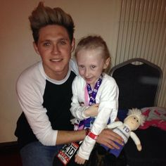 Niall met a little girl with cancer after the last show in Dublin, who's biggest dream was to meet him!