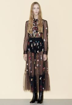 See the complete Red Valentino Pre-Fall 2016 collection.