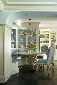 Fancy blue & white French country dining room breakfast nook with built-in cabinets / display shelves ~ Old English Cottage Kitchen French Country Dining Room, English Country Decor, French Country House, European House, Country Style, Country Interior, Country Living, English Cottage Kitchens, French Country Kitchens