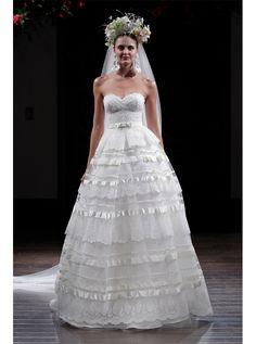 アクア・グラツィエがセレクトした、NAEEM KHAN(ナイーム カーン)のウェディングドレス、NK245をご紹介いたします。