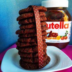 Nutella Cookies   (man braucht nur 4 Zutaten)       So schnell habt Ihr wahrscheinlich noch nie Kekse hergestellt.   Die Cookies ...