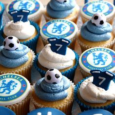 By Couture Cupcakes & Cookies Cupcake Party, Cupcake Cookies, Party Cakes, Soccer Theme Parties, Soccer Party, Themed Cupcakes, Cute Cupcakes, Chelsea Football Cake, Football Cupcakes