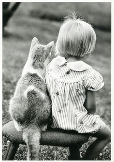 so cute how the cat is leaning against her ♥
