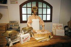 Museo del Mantecado en Estepa. Museo del Mantecado, propiedad de La Estepeña, un museo donde se representan los orígenes de la elaboración de los mantecados y polvorones a través de un obrador de confitería artesano de principios del siglo XX. En el museo se representa un obrador de confitería del año 1900