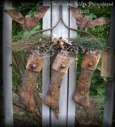 PatternMart.com ::. PatternMart: TRP Primitive Grungy Halloween Witch Stockings And Flyin' Bats on Rusty Rake Door Hanger Epattern