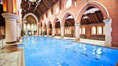 Una iglesia en Londres reconvertida en gimnasio con una mega piscina