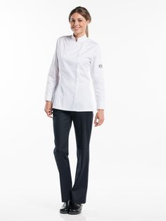 #210 Chef Jacket Lady Comfort White - This ultimate Tailored Fit jacket was specially designed for ladies. Besides the elegant tailored fit, the female version is identical to our Comfort and Roma jacket. This means: a double panel with visible snap fasteners and an elegantly finished cuff. The side splits provide ample freedom of movement. The jacket is available in black and white.  Tailored Fit Visible fastening - Press buttons Perfect fit for ladies