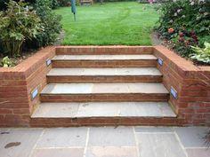 landscape steps using bricks Back Gardens, Small Gardens, Outdoor Gardens, Garden Design Pictures, Back Garden Design, Brick Garden Edging, Garden Paving, Sloped Backyard, Sloped Garden
