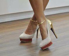 scarpe panna con il tacco oro
