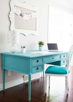 Blue Chalk Paint Desk - The Inspiration Board Blue Painted Furniture, Retro Furniture, Colorful Furniture, Home Office Furniture, Home Office Decor, Furniture Projects, Furniture Makeover, Diy Furniture, Turquoise Furniture