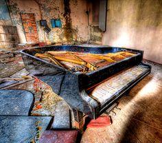 Grand piano, Pripyat.