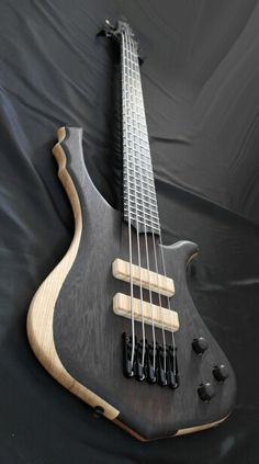 Prometeus Guitars 5 stringer.