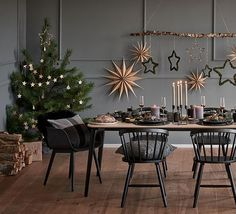 Nordic Christmas - Home Page Woodland Christmas, Winter Christmas, Christmas Home, Holiday, Christmas Table Decorations, Decoration Table, Scandinavian Christmas, Modern Christmas, Deco Table Noel