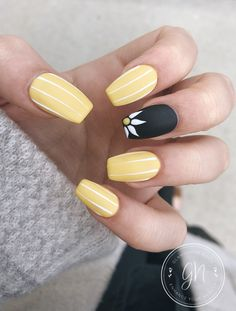 Spring fever nails 50 super cute spring nails 36 lifestylesinspiration com 120 trending early spring nails art designs and colors 2019 page 27 stacey adu adu art colors designs early nails page spring stacey trending Yellow Nails Design, Yellow Nail Art, Trim Nails, My Nails, Nail Designs Spring, Nail Art Designs, Cute Spring Nails, Fall Nails, Summer Nails