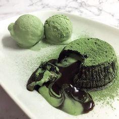 Purveyors of Artisanal Matcha Green Cafe, Matcha Dessert, Luxury Food, Green Tea Powder, Beautiful Desserts, Types Of Cakes, Vegan Blogs, Sweet Pastries, Lava Cakes