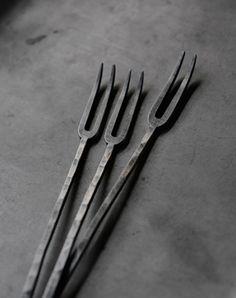 WABI SABI - simple, organic living from a Scandinavian Perspective.: Wabi Sabi for the table Wabi Sabi, Japan Design, Scandinavia Design, Kitchenware, Tableware, Organic Living, Japanese Ceramics, Wood And Metal, Blacksmithing