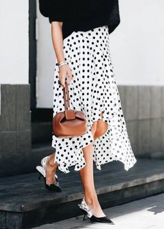 Polka dot skirt and dior slingback shoes beautiful black & w Skirt Outfits, Cute Outfits, Streetwear, Mein Style, Slingback Shoes, Looks Chic, Style Casual, Dot Dress, Skirt Fashion