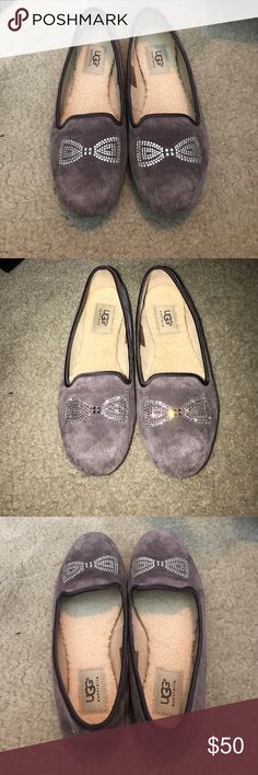 *last chance* Ugg flats Size 6.5 hardly worn UGG Shoes Flats & Loafers